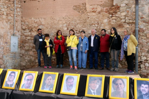 Family members of Catalan leaders in jail and abroad participate in an act in Collbató on April 28 (by Mar Martí)