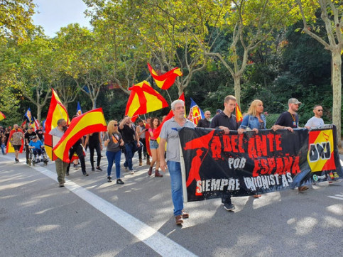 Far-right Falangists march on Spain's National Day (by Democracia Nacional)