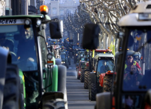 Farmers bring Lleida to a standstill on February 14, 2020 to demand fair prices for their products (by Oriol Bosch)