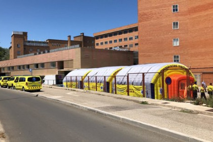 Field hospital set up outside of Lleida's Arnau de Vilanova hospital on July 3, 2020 (Courtesy of SEM)