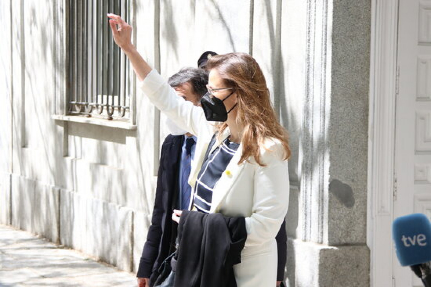 Former minister Meritxell Serret raising a fist as she leaves the Supreme Court in late March 2021 (by Andrea Zamorano)