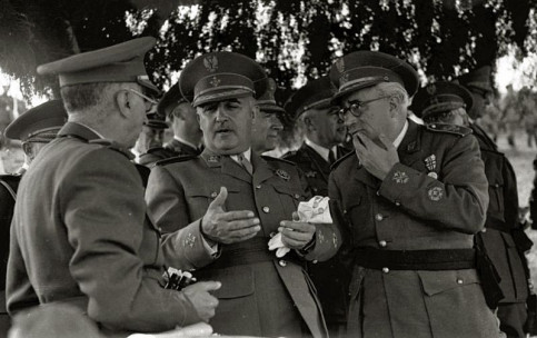 Spain's late dictator Francisco Franco surrounded by army officials (by Fondo Car-Kutxa Fototeka)