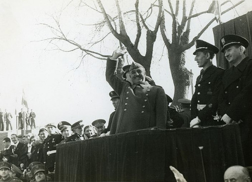 Dictator Francisco Franco visits Barcelona in 1942 (by Carlos Pérez de Rozas)
