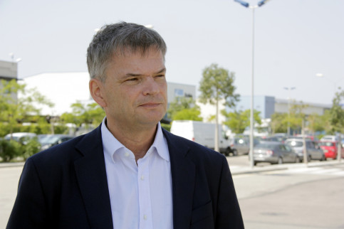 Amazon's Spain Fulfilment Director of Operations, Fred Pattje, attending the media in El Prat de Llobregat, where the new Amazons' logistic centre is set to be build (by ACN)