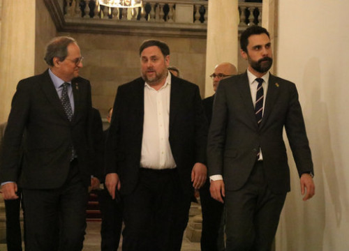 From left to right, Catalan president Quim Torra, ERC head Oriol Junqueras, and parliament speaker Roger Torrent (by Mariona Puig)