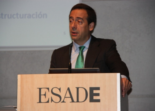 CaixaBank's Financial Director, Gonzalo Gortázar, at a conference at ESADE (by J. Molina)