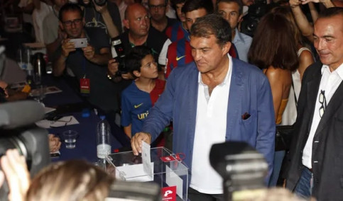 Former Barça president Joan Laporta votes during the 2015 presidential elections at the club (image courtesy of FC Barcelona website)