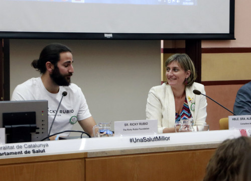 Health Minister Alba Vergés and basketball player Ricky Rubio discuss new measures to crack down on smoking on May 31 (Laura Fíguls/ACN)