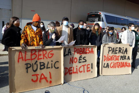 Housing rights advocates in Lleida on November 14, 2020 (by Laura Cortés)