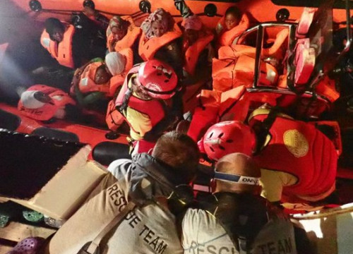 Image of Open Arms migrant rescue NGO at work in the Mediterranean (Proactiva Open Arms)