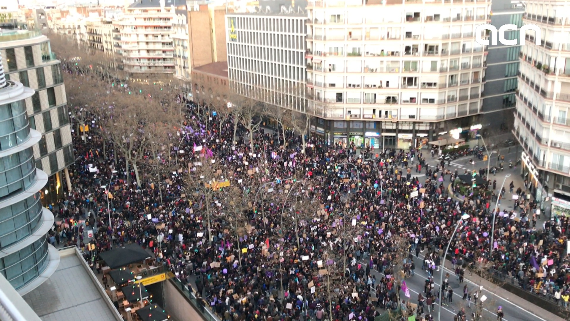 Feminist march rocks Barcelona