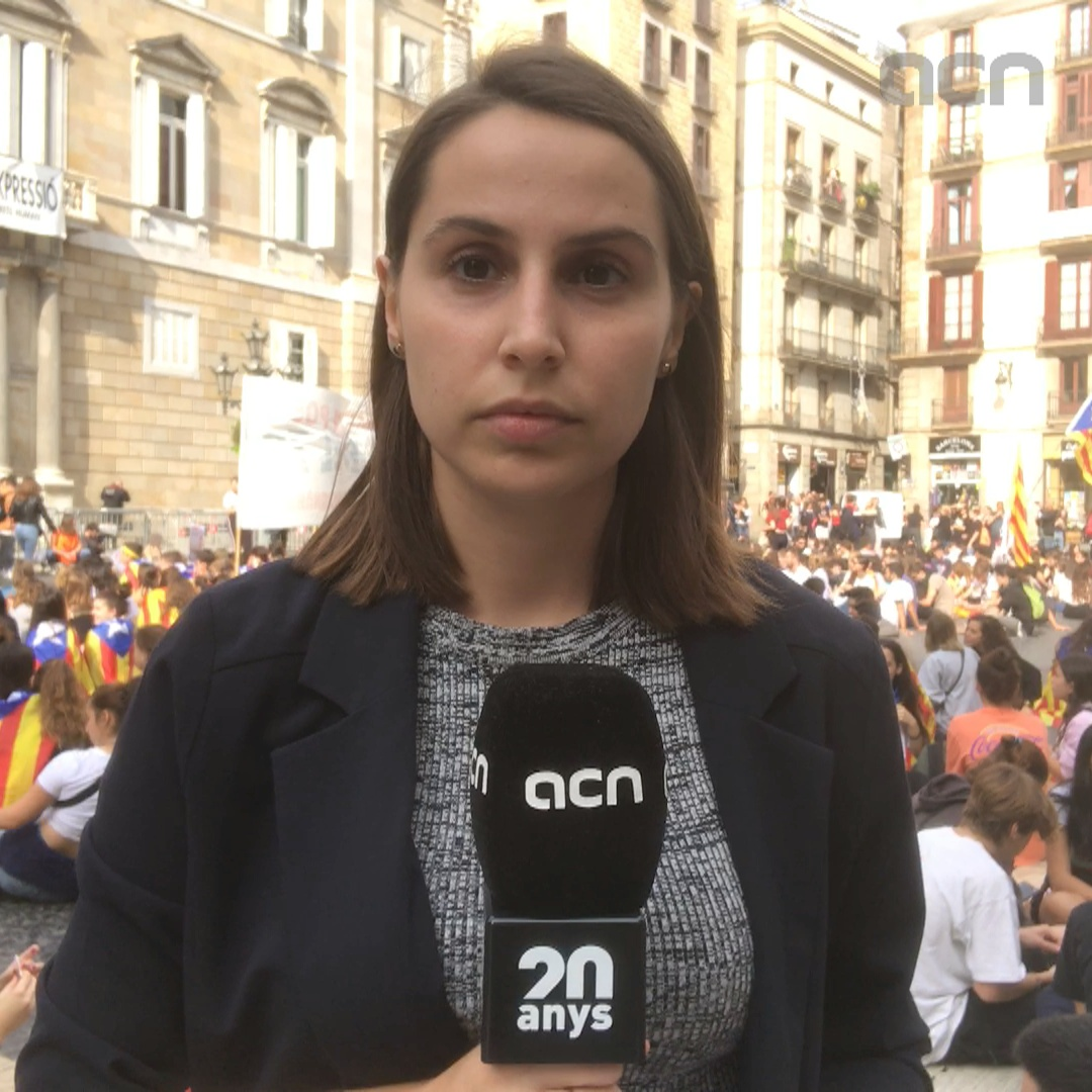Striking students march through Barcelona for independence