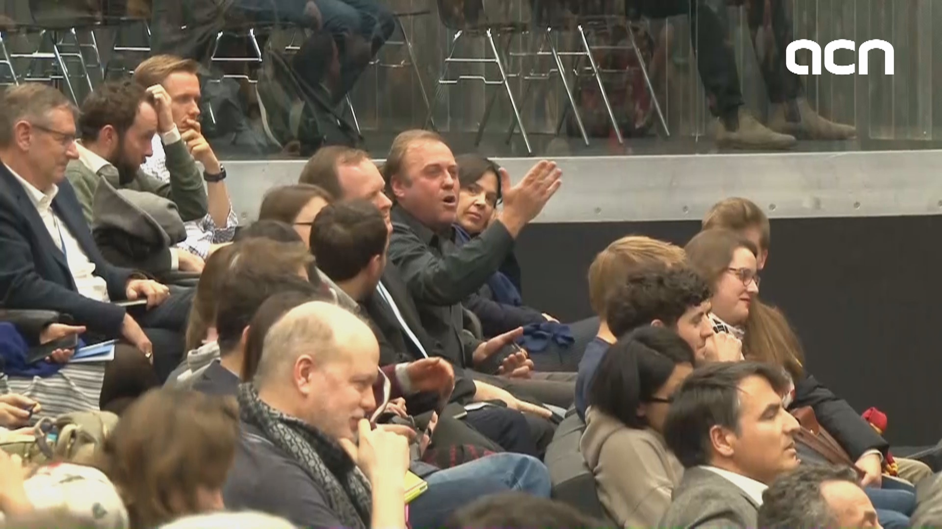 An attendee heckles Puigdemont at debate in Geneva
