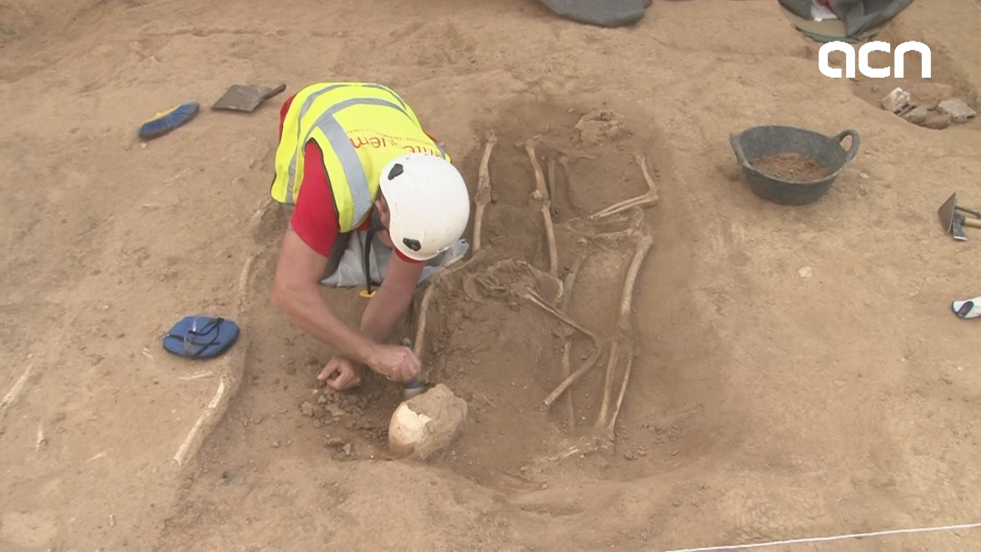 Archaeologists uncover uncover more 17th century bodies at site of future train station