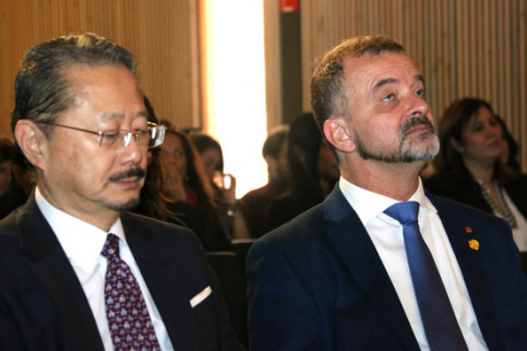 Japanese Consul General to Barcelona Naohito Watanabe and Catalan foreign minister Alfred Bosch on December 10, 2019 (by Guifré Jordan)