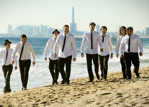 The Catalan Rumba band La Màlaga in a beach near Barcelona (by La Màlaga Essència Rumbera)