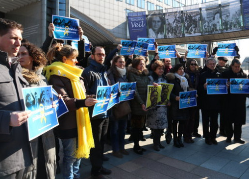 MEPs and members of the EU-Catalonia Dialogue Platform protest on February 28 2018 (by Blanca Blay)