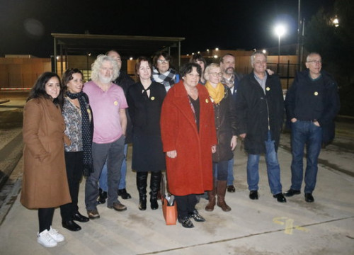 MEPs outside the Lledoners prison where Oriol Junqueras is detained (by Laura Busquets)