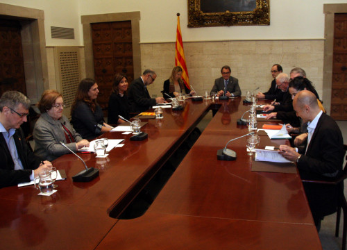Image of the meeting between institutions and organisations to coordinate on refugees arrival (by ACN)
