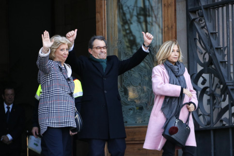 Former Catalan President, Artur Mas, former Catalan Vice-president, Joana Ortega and former Catalan Minister for Education, Irene Rigau, before entering Barcelona's High Court (by ACN)