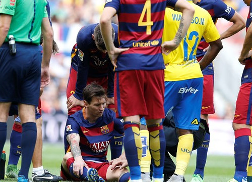 Leo Messi just after suffering his injury (by FCB)