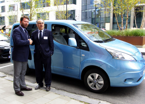 The Communications Director of Nissan Iberia,  Francesc Corberó, and the Catalan Delegate to the EU, Pere Puig, shake hands in front of an electric van (by ACN)