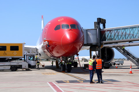 Norwegian Airline's plane sits on the runway at El Prat airport on June 7, 2019 (Aina Martí/ACN)