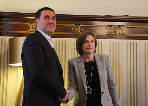Parliament's President, Carme Forcadell, received this Wednesday the visit of Basque politician and Secretary General of 'abertzale' separatist party Sortu, Arnaldo Otegi (by ACN)