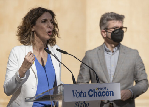PDeCAT candidate Àngels Chacón at a campaign event (by Job Vermeulen)