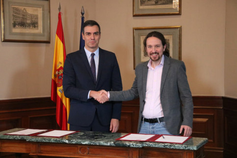 Pedro Sánchez and Pablo Iglesias signed a coalition government agreement (by Roger Pi de Cabanyes)