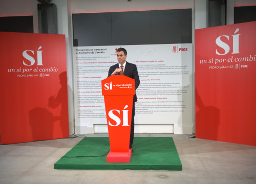 "PSOE's leader, Pedro Sánchez, presented the document ""Commitments for a 'yes' to the government of change"" (by ACN)"