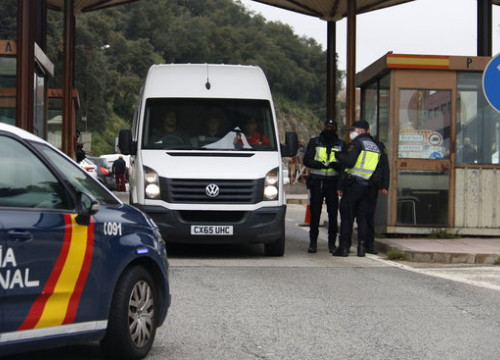 Police check at the French border at Pertús on March 17, 2020 (by Aleix Freixas)