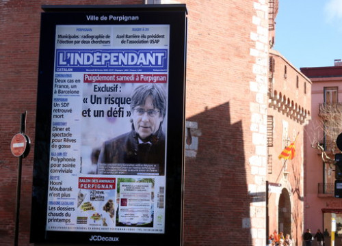 Poster of L'indépendant newspaper featuring former Catalan president Carles Puigdemont in Perpignant (by Xavier Pi)