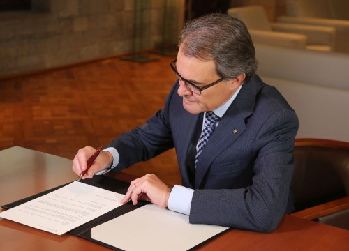 President Mas signed this Wednesday the decree to consitute the new Parliament (by ACN)