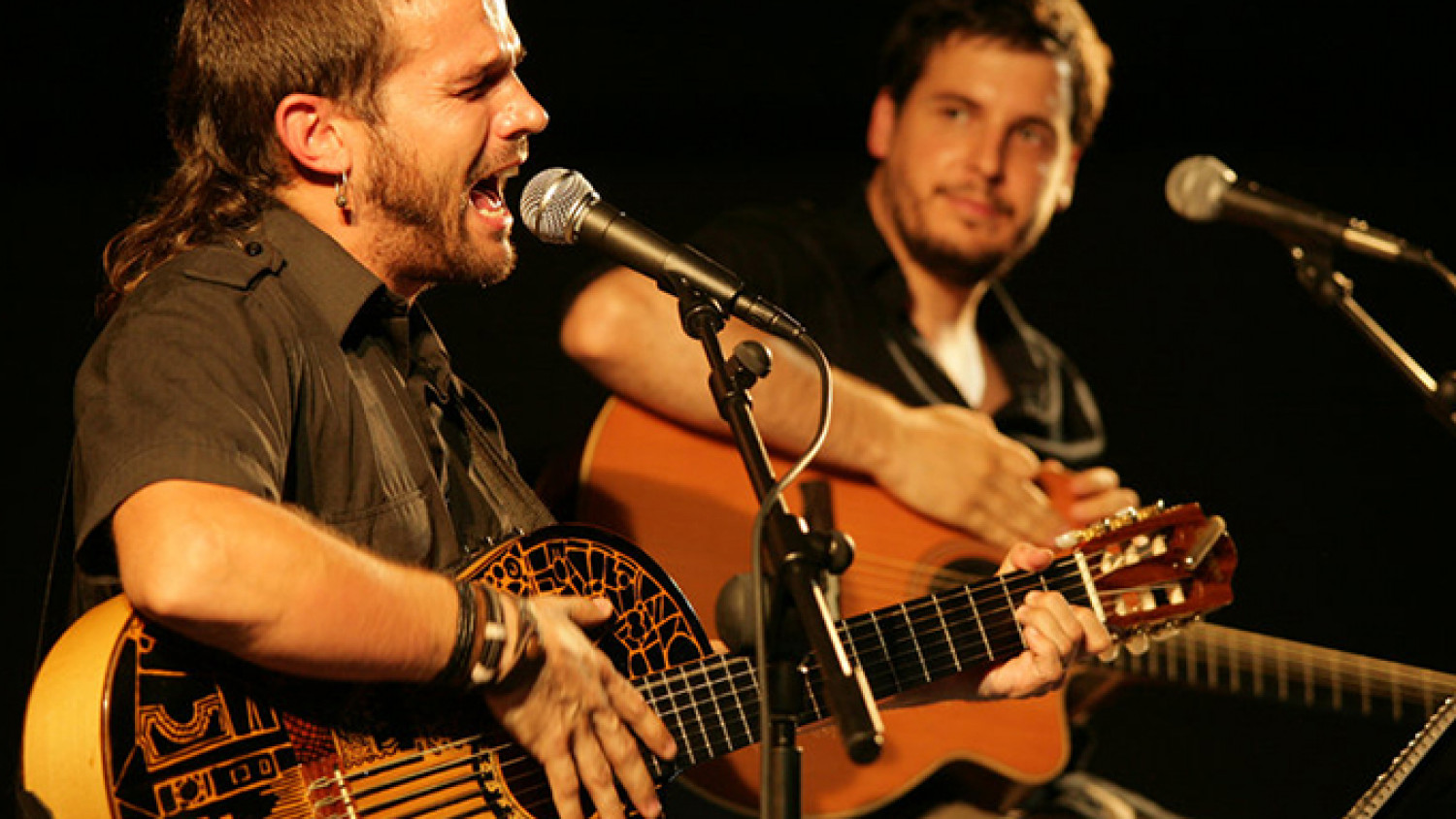 Musicians Cesk Freixas and Pau Alabajos performing on stage (image from Barcelona city council website)