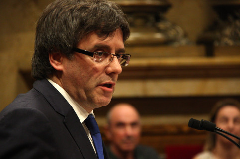 Close-up of the Catalan President, Carles Puigdemont, addressing the Parliament (by ACN)