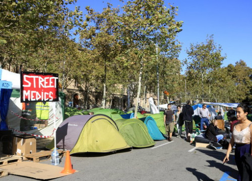 Protest camp set up in Barcelona's Plaça Universitat square (by Laura Fíguls)