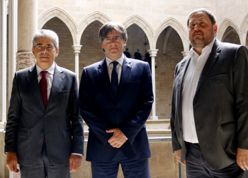 Catalan President, Carles Puigdemont and Catalan Vice President Oriol Junqueras, met with Former Catalan Minister for Presidency, Francesc Homs, ahead of his statement before Madrid's Supreme Court (by ACN)