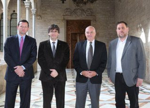 Catalan President, Carles Puigdemont and the Catalan government's vice president, Oriol Junqueras received this Wednesday the visit of Hard Rock's president Hamish Dodds and the company's vice president, Nelson Parker (by ACN)