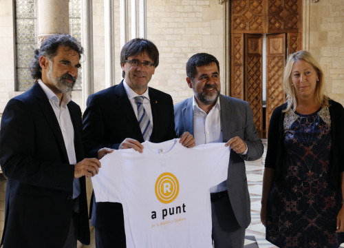 Catalan President, Carles Puigdemont, together with the Catalan National Assembly's President, Jordi Sànchez, Òmnium Cultural's, Jordi Cuixart and the Catalan Government's spokeswoman, Neus Munté (by ACN)