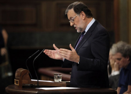The current Spanish President, Mariano Rajoy, speaking from the podium of the Spanish Parliament during the last debate on investiture (by ACN)