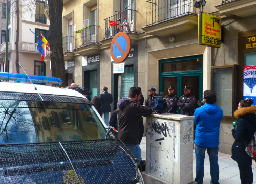 The Spanish Police seraching at Manos Limpias' headquarters, in Madrid (by ACN)