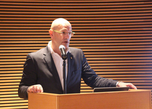 Catalan Minister for Foreign Affairs, Raül Romeva, addressing several Finnish MPS in the Parliament of Finland (by ACN)