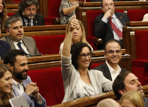 'Junts Pel Sí' MP, Marta Rovira, expressing her vote in favour of the Committee to Study the Constitutive Process' conclusions, this Wednesday at the Parliament (by ACN)