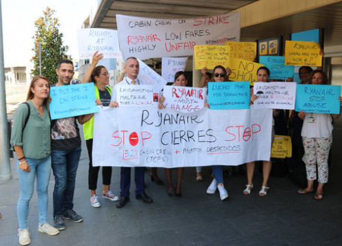 Ryanair workers protesting outside the Girona airport on September 27, 2019 (by Gerard Vilà)