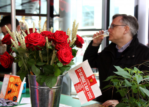 A man drinking Cava during Sant Jordi's celebration at London's Borough Market (by ACN)
