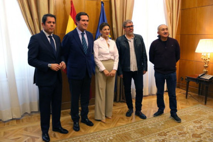 Spain's labor minister Yolanda Díaz, center, with trade union and employers' associations presidents (by Andrea Zamorano)