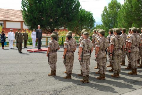 Spanish Defense Minister, Pedro Morenés, in front of Spain's troops in September 2014 (by ACN)