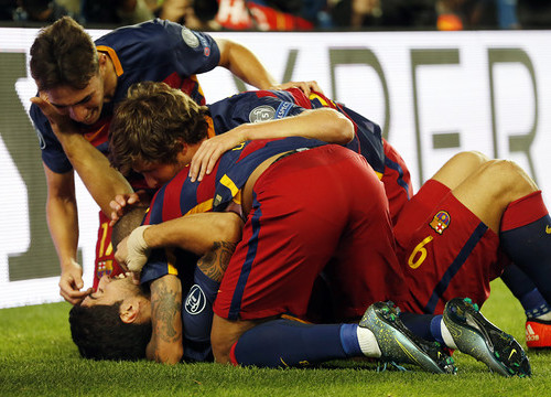 Delight after Suárez's victory goal (by FCB)