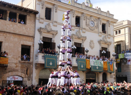 The Colla Jove Xiquets de Tarragona building a human tower at the 2019 Saint Felix day celebrations (Jordi Pujolar/ACN)